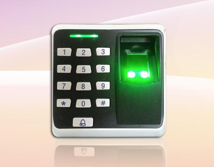 Kiểm soát cửa độc lập bằng vân tay & thẻ Ronald Jack F01